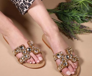 https://allisglam.com/wp-content/uploads/2021/06/brown_jeweled_sparkly_sandals_flat_summer_beach_flops_2_.jpg
